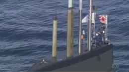 Japanese Submarine flies Rising Sun Flag in Sydney Harbour April 2016