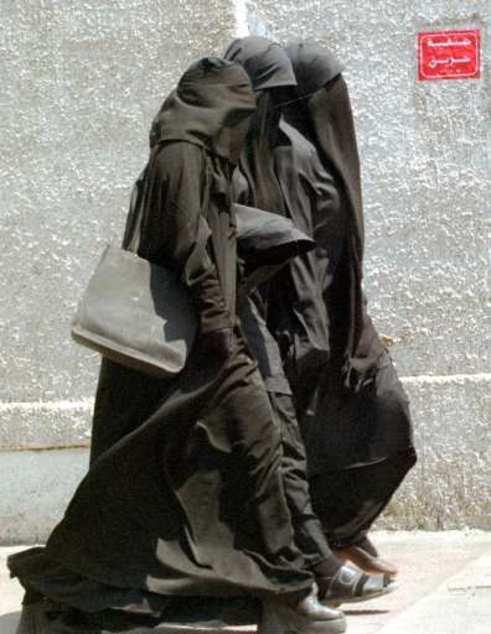 Occupy Melbourne chicks in Islamic Garb
