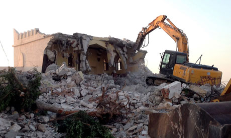 Libyan Islamist hardliners raze mosque