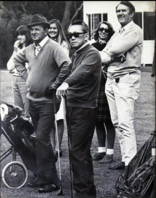 Malcolm Fraser plays golf with Lee Quan Yew