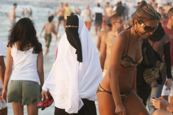 Lebanese Nijab on Cronulla Beach