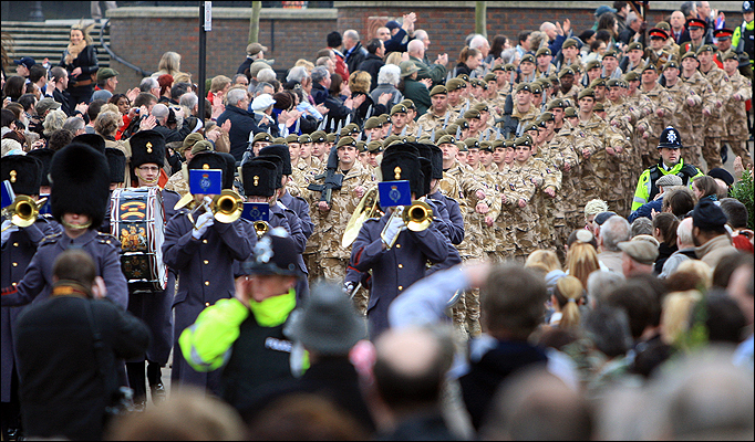 Royal Anglians' 2nd Battalion welcome home parade through Luton in 2009