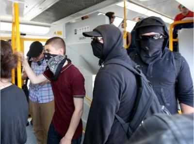Melbourne Anarchist Club off to Cronulla